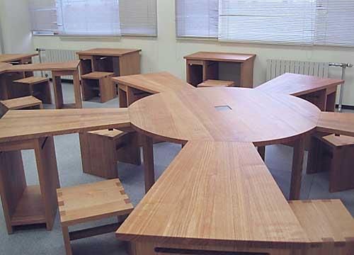 釘ネジ不使用の木のテーブル