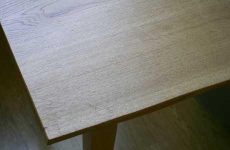 無垢材のダイニングテーブルの天板