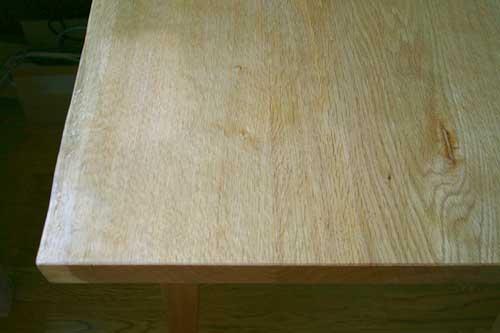 木のテーブルの接ぎ部分