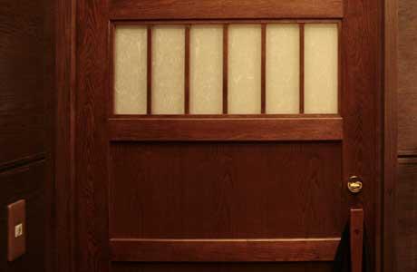 平和園蘭豆店のトイレのドア オシャレ