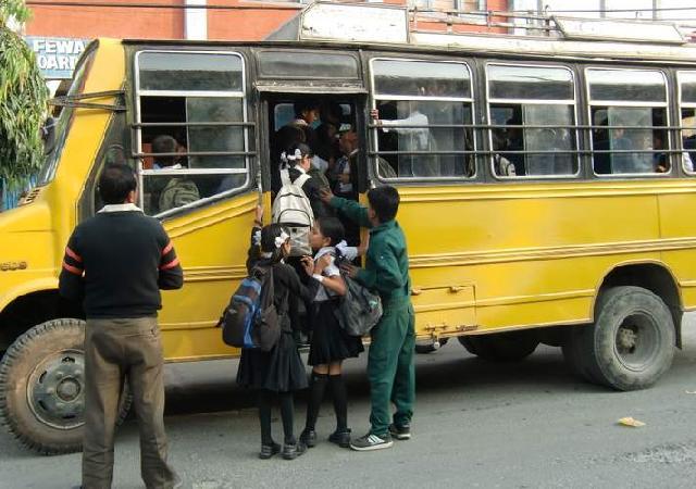 31 スクールバス.JPG