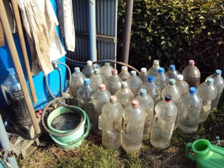 雨水タンクと4Lペットボトル