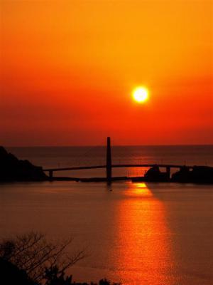 甑大明神に沈む夕日