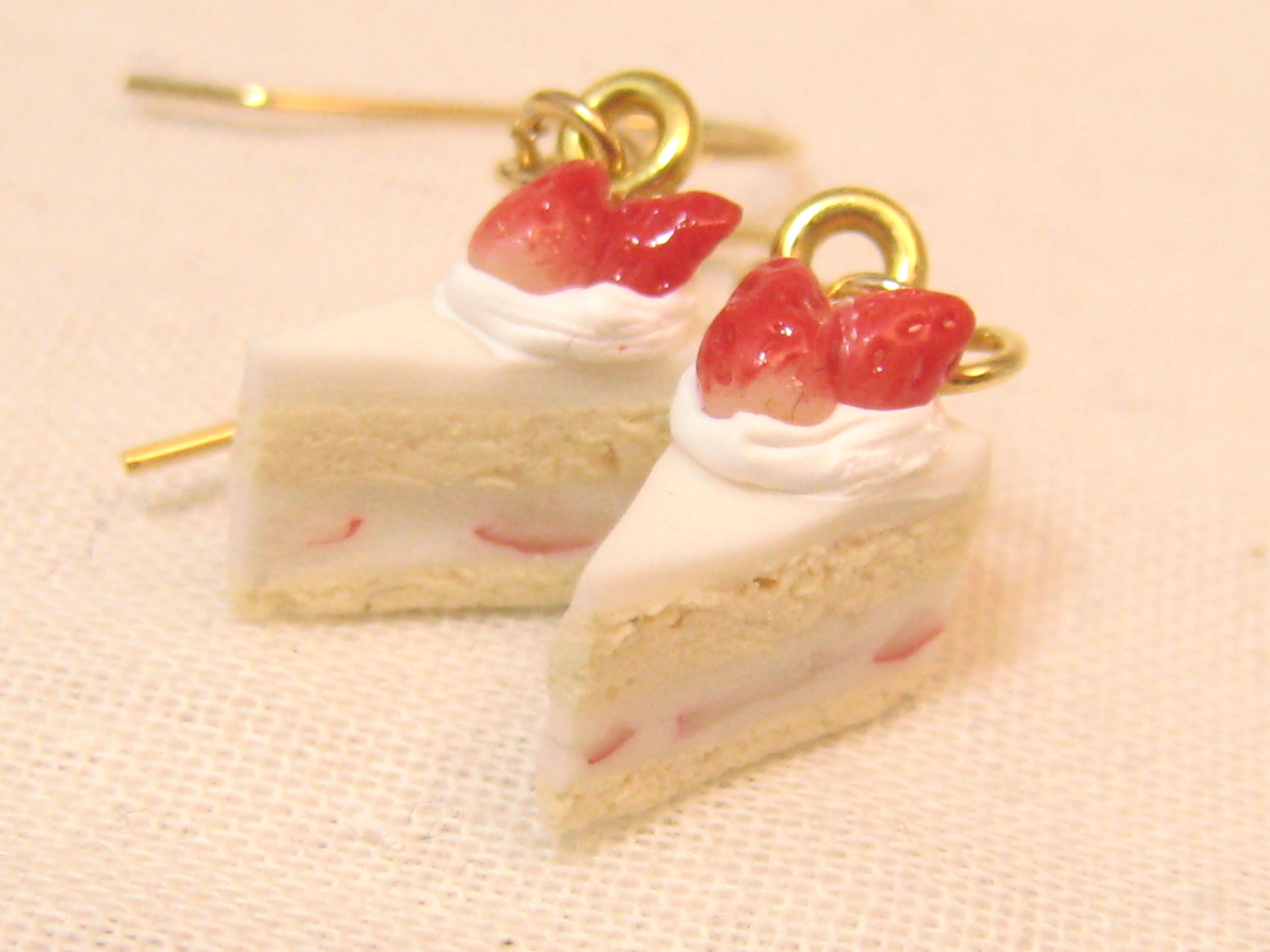 イチゴのショートケーキピアス1