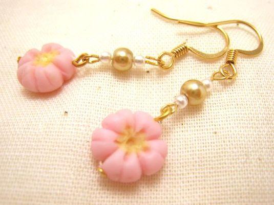 桜の和菓子のピアス
