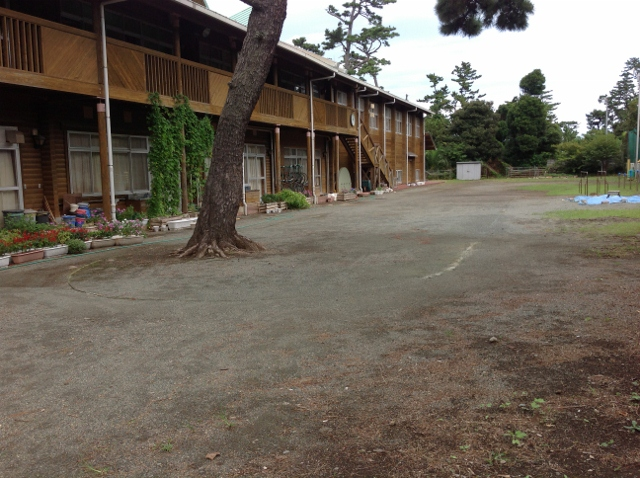 ログハウスの小学校2