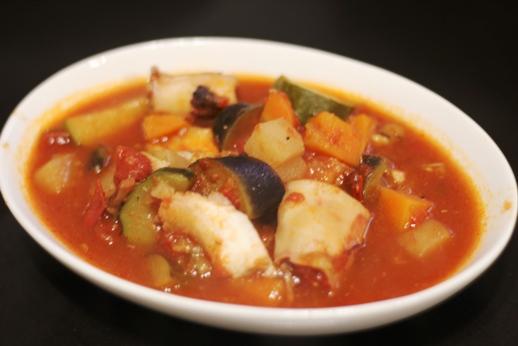 タラとイカと野菜のトマト煮
