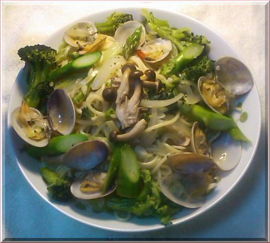 野菜たっぷりあさりとブロッコリのあっさり塩風味パスタ