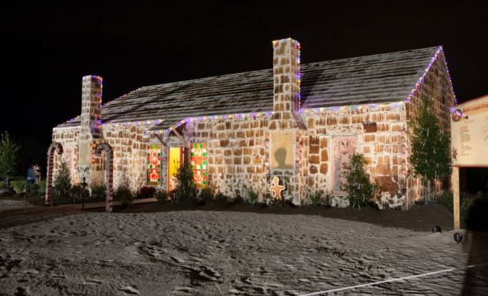 Texas-Gingerbread-House-1-e1386540947815.jpg