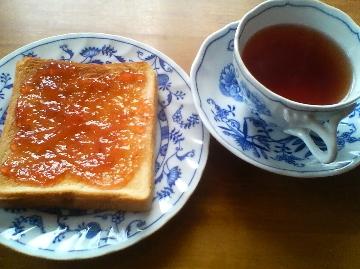 ジャムトーストと紅茶