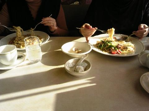 仲良し姉妹の昼食