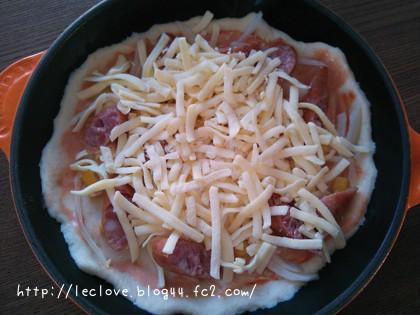スキレットでピザ!