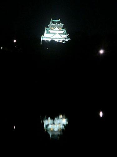 水面に映る大阪城