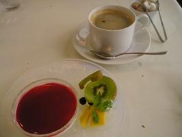 プチコースのデザートとコーヒー