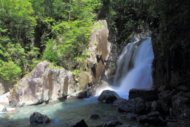 仙樽の滝。ここは川の近くまで行けたから涼しかった。