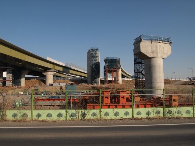 さいたま栗橋線脇から。右がFランプ、左がAランプです。