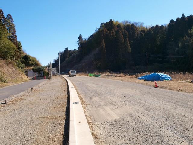 アクセス道路の長生グリーンライン。