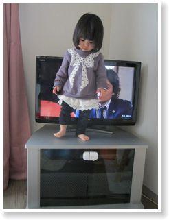 テレビ台でバンザイ3