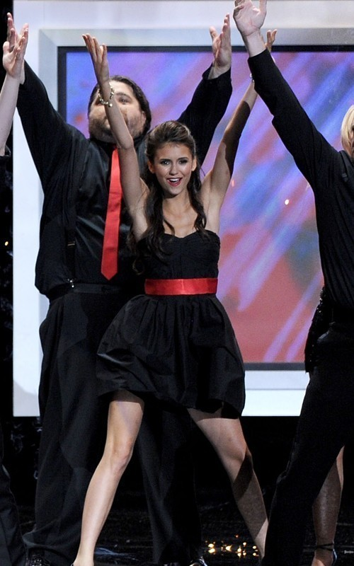 Nina-2010-Primetime-Emmy-Awards-ian-somerhalder-and-nina-dobrev-15143195-500-800.jpg