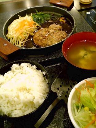 肉屋の正直な食堂(横浜市)でハンバーグ3