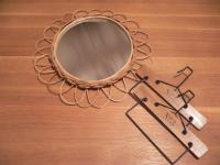 鏡とタオルハンガー