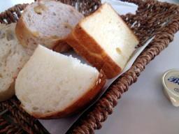 お腹が空いていたのでいきなりパンをがっついてしまった
