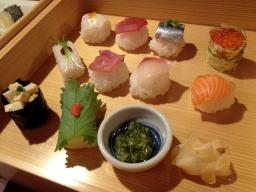 一口鮨、わさびが入ってなくて茎わさびをお好みで付けて・・・、普通のわさびより美味しい