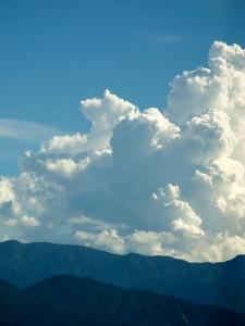 山の端の入道雲 (225x300)
