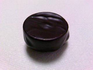 サロン・デュ・ショコラ レ・マルキ・ド・ラデュレ ショコラ・マカロンボックス¥1680ショコラ・マカロン・トゥ・ショコラ