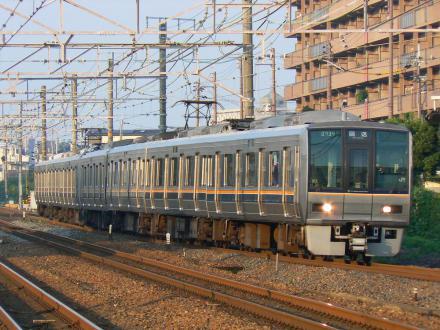 207系回送 撮影地:摂津富田駅
