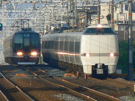 683系4000番代と321系 撮影地:摂津富田駅