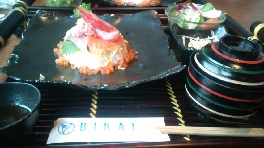 海鮮丼は新鮮な海鮮がのってます!