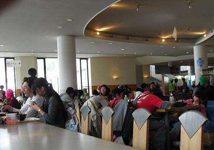 13 レストラン内