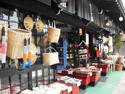 3 白川郷・土産物店