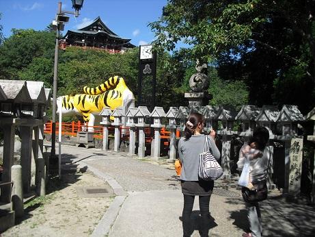 3 信貴山・張り子のトラ