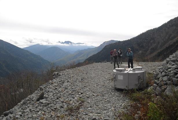 19 岳沢小屋のヘリポート