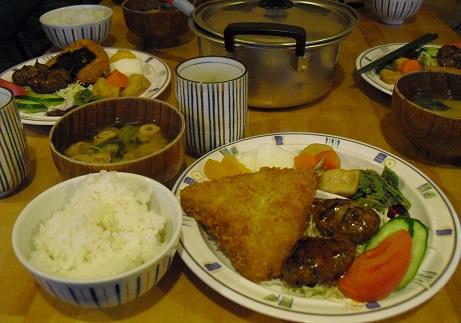 23 岳沢小屋の夕食