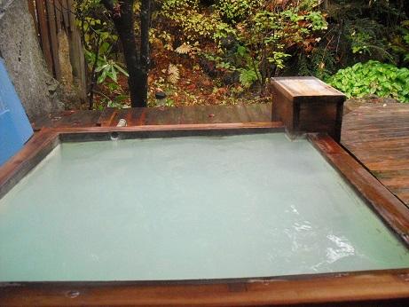 6 乗鞍高原の温泉宿・乳白色の露天風呂