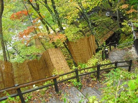4 白骨温泉・公共露天風呂入口階段