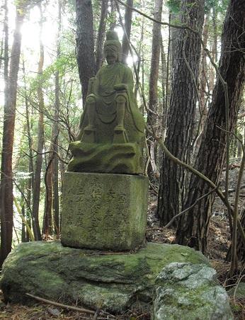 8 芳山山中の仏像