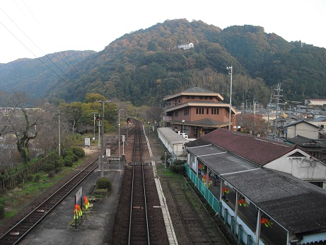 19 関西本線・笠置駅の陸橋より笠置山