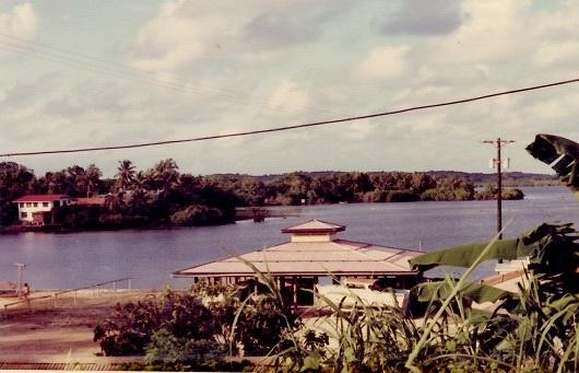 15 ヤップ島のj町の風景