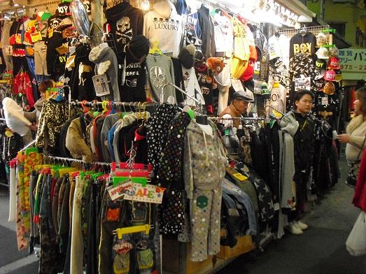 12 コリアタウン・衣料店