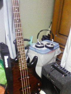 ベースとアンプとヘッドフォン
