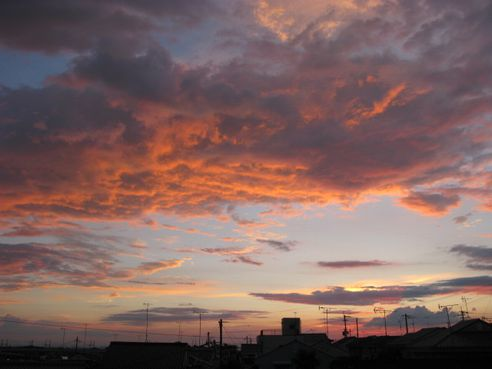 夕焼け空と赤い雲