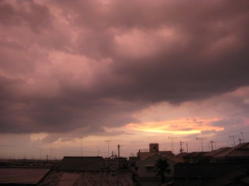 雷雨の前の夕焼け♪
