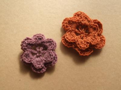 2枚重ねの花モチーフ