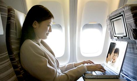 機内WifiサービスGogo、アマゾンと提携