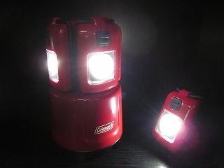 単三乾電池 4本で、30時間くらい点灯します。