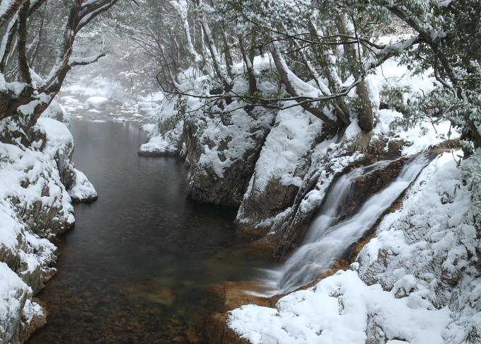 雪の長瀬峡